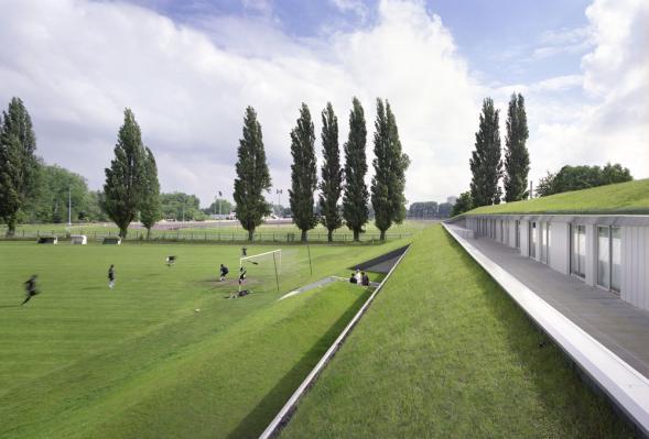 Zázemí fotbalového hřiště a školící středisko