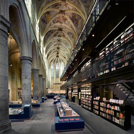 Vestavba knihkupectví do dominikánského kostela