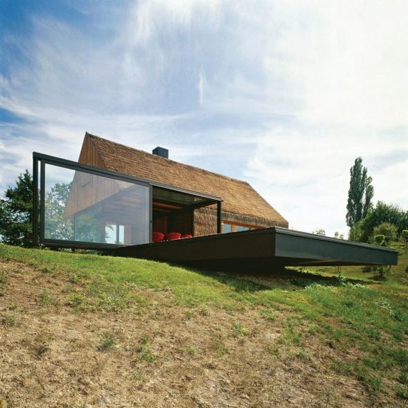 Dům ze skla a slámy