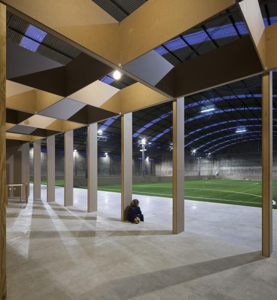 Konverze industriální haly na fotbalové hřiště