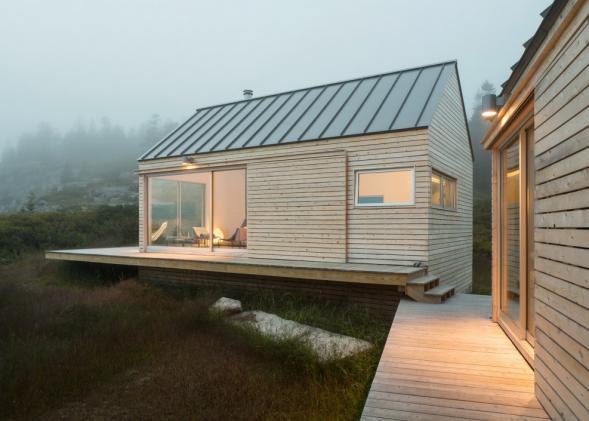 Malé domy na pobřeží