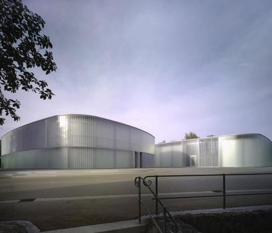 Galerie a umělecká škola s transparentní fasádou